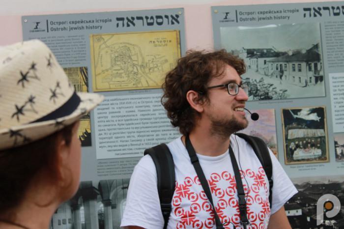 Вулична виставка про життя єврейського населення